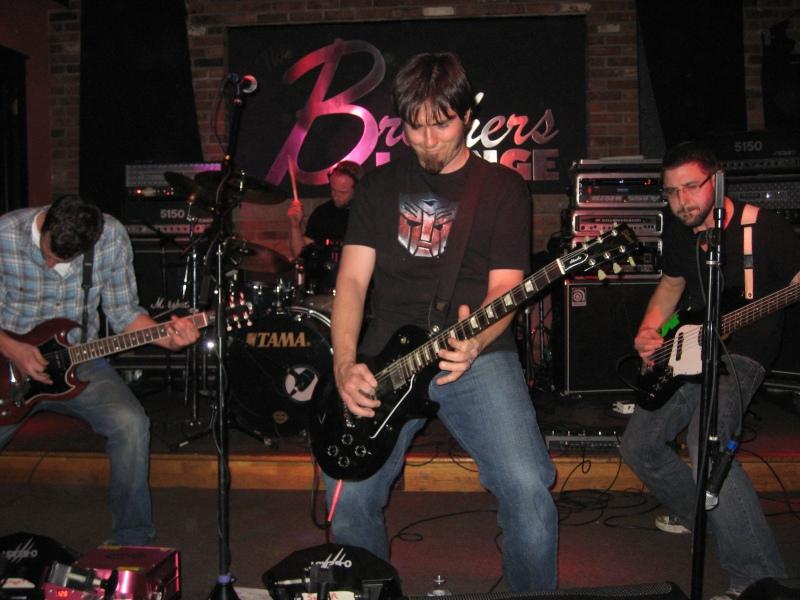 2nd Half at Brother's Lounge (Photo: Gene Natale / WJCU)
