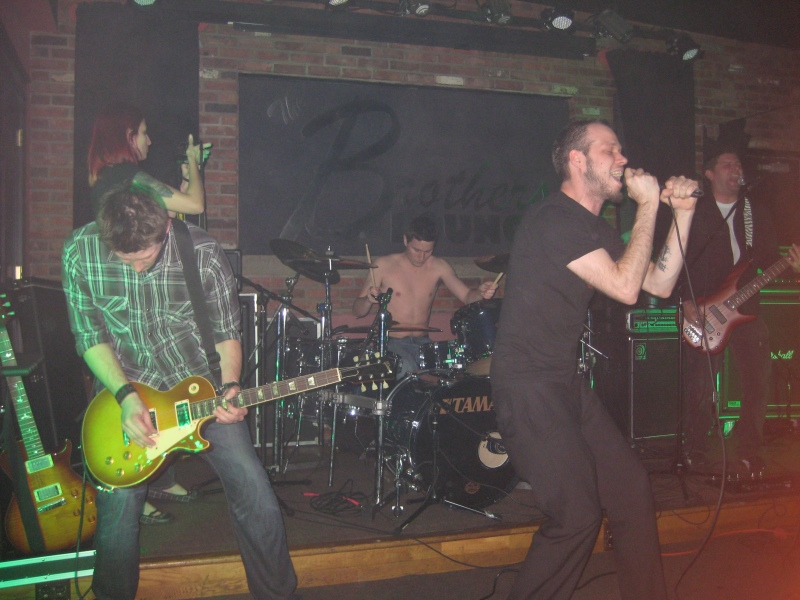 Dawn Lights, shown rocking Brother's Lounge. (Photo: Gene Natale / WJCU)